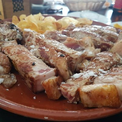 Las carnes son una de las especialidades del local.