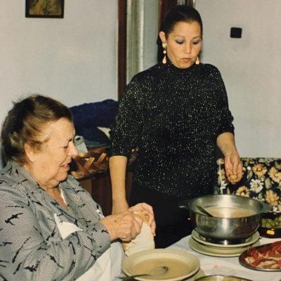 María Picardo cocinando junto a Lela. Foto cedida por el establecimiento.