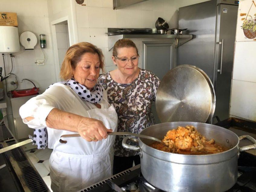 Lela Fontao y Conchi Torres se entienden a la perfección en la cocina. Foto; CosasDeComé