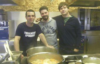 Alan Iglesias, Luis Callealta y David Chamorro en las cocinas de Aponiente. Foto: Cosasdecome