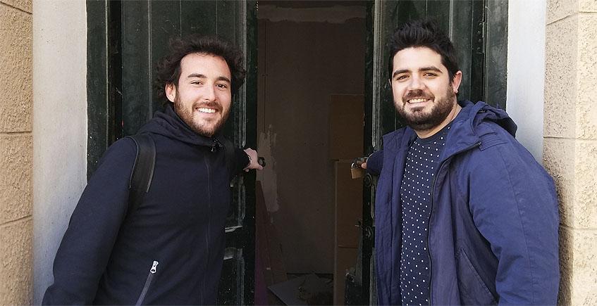Juan Carlos Borrell y Pedro Aguilera, los dos cocineros que ponen en marcha Almanaque en Cádiz. Foto: Cosasdecome