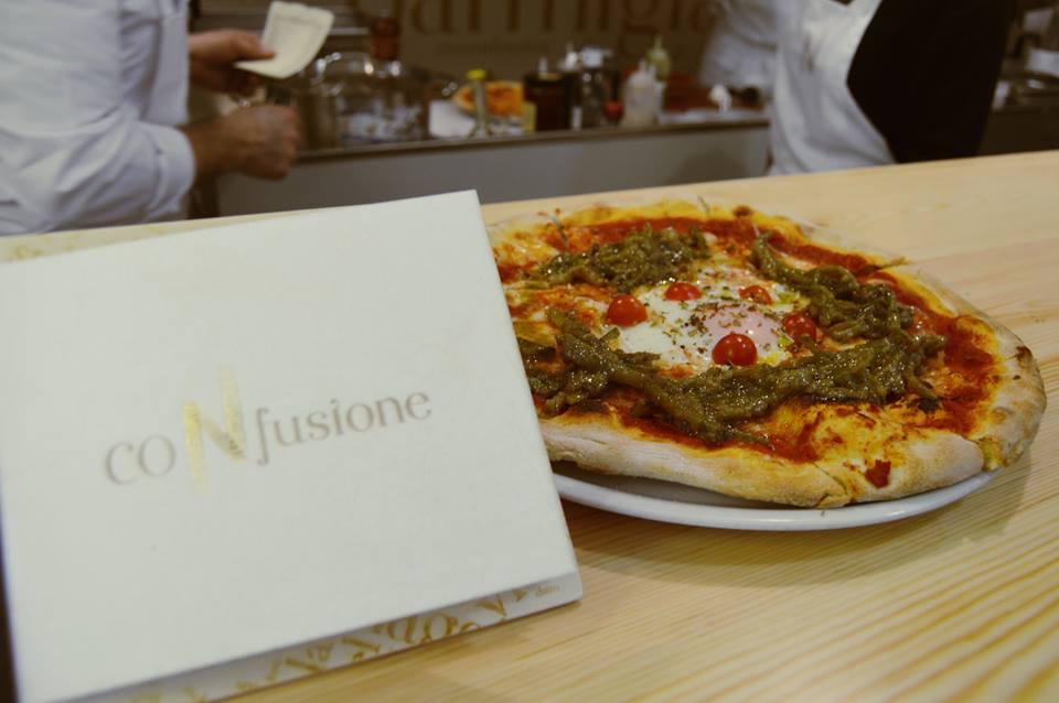 La pizza de tagarnina y huevo a baja temperatura. Foto cedida por el establecimiento.