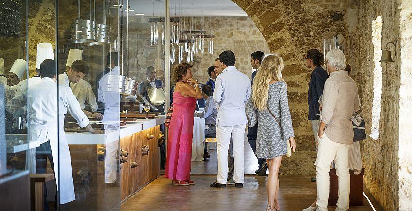 Entrando en Aponiente: el restaurante blinda las reservas con un cargo en cuenta en caso de incomparecencia. Foto: Julio González.