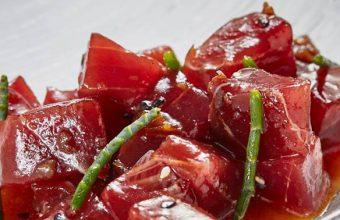 El atún marinado, uno de los platos de la carta. Foto: Cedida por el restaurante El Faro