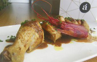 Pollo de campo con carabineros, uno de los nuevos platos de Albalá en Jerez. Foto: Cosasdecome