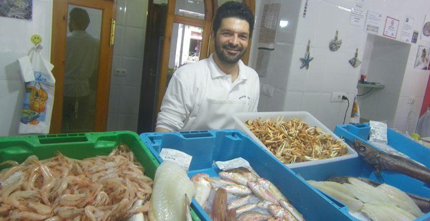 Freidor de pescados sanluqueños en el centro de Jerez