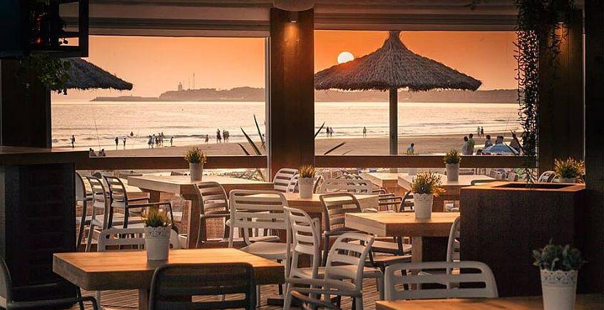 Conil se anima con las reaperturas de Casa Mercedes y Feduchy Playa