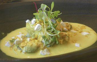 Mejillones en escabeche de curry de Viu Espacio Gastronómico. Foto: Cosasdecome