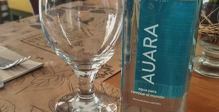 Un vaso de agua en Vejer para calmar la sed donde el agua es un lujo