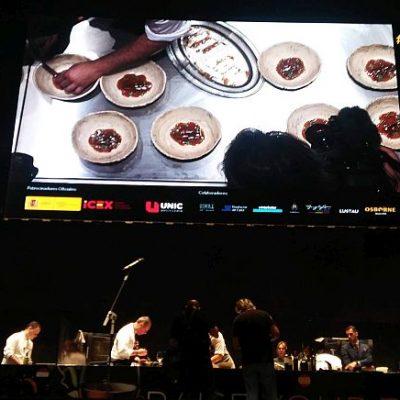 Una enorme pantalla permitía seguir el concurso gracias a cuatro cámaras.