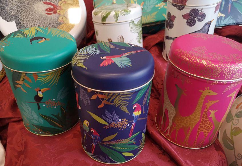 Las latas con los diseños de Sara Miller