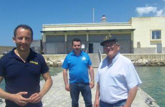 Eduardo Guardiola, del grupo Tribeca, Manuel Alvarez y Juan Carrasco, los tres socios que ponen en marcha la nueva pescaderia de Rota junto al puerto pesquero. Foto: Cosasdecome