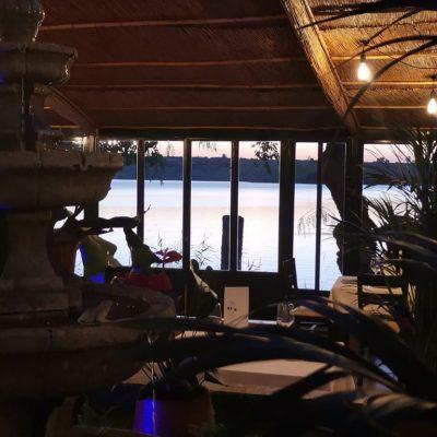 La terraza, con vistas al lago. Todas las imágenes han sido cedidas por el establecimiento.