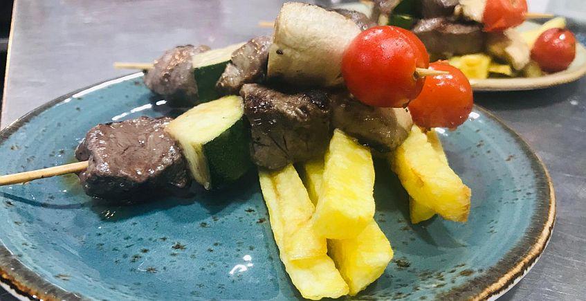 Brochetitas de solomillo de retinto con verduras 847