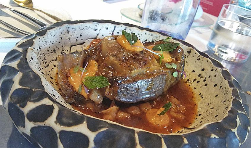 Cola de atún con garbanzos de Cooking Almadraba. Foto: Cosasdecome
