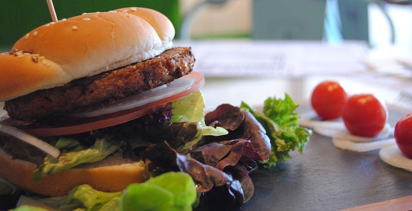 La hamburguesa vegana que parece carne de verdad llega a la provincia