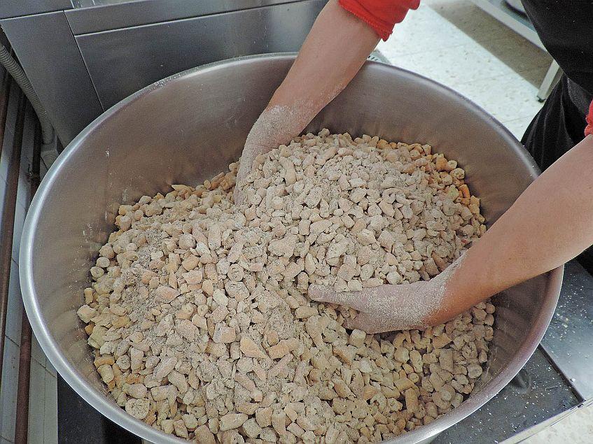 Los piñonates se hacen artesanalmente siguiendo la receta de toda la vida.