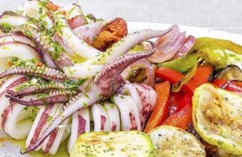 Así presentan el calamar de potera en el restaurante La Traiña de Zahora. Foto: Cedida por el establecimiento