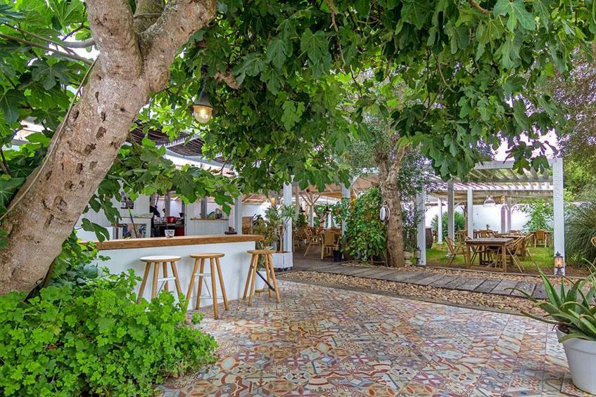 La terraza del establecimiento. Foto: Cedida por La Traiña de Zahora