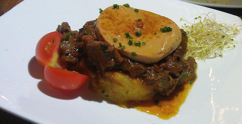Rabo de toro con foie en el Restaurante Trafalgar de Vejer