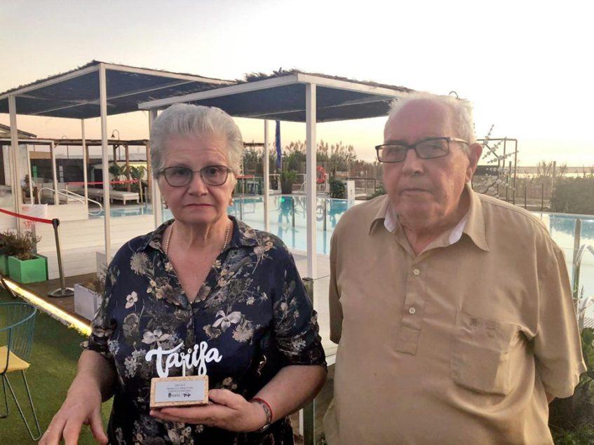 María Chamizo y Pepe Bernal de la pastelería La Tarifeña han sido reconocidos por el Consistorio de su localidad. Foto cedida por el establecimiento.