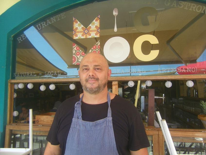El cocinero Diego Cambessanche de Mic Moc, uno de los autores de esta tarta. Foto: Cosasdecome