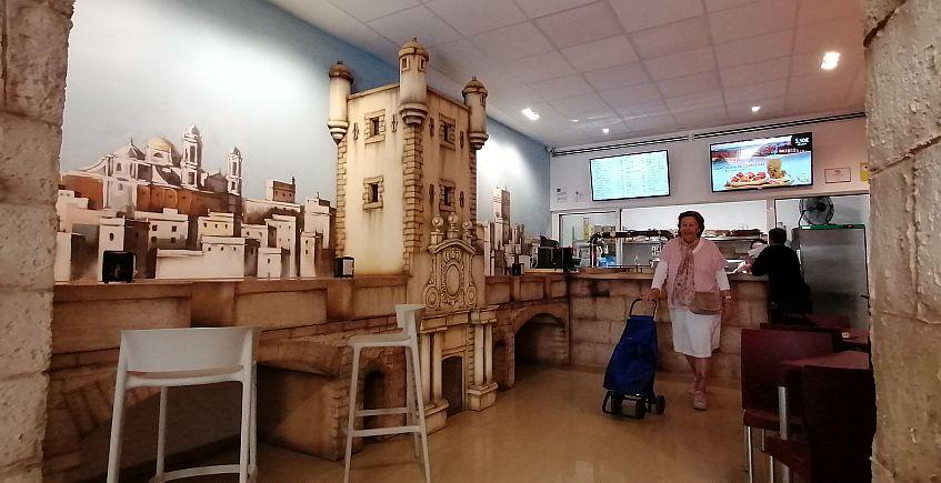 Un establecimiento que permite llevarse a casa productos gourmet y una enoteca consagrada a Lustau, nuevas aperturas en Cádiz