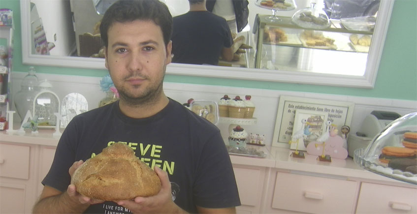 Juan Roman con pan