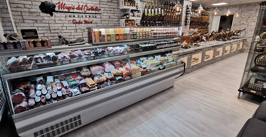 El cortador de jamón más premiado de España 'convierte' su tienda en un Museo