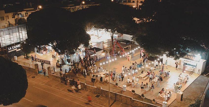 El Molino de Chiclana abre La Canalla, una terraza con mercadillo en La Barrosa