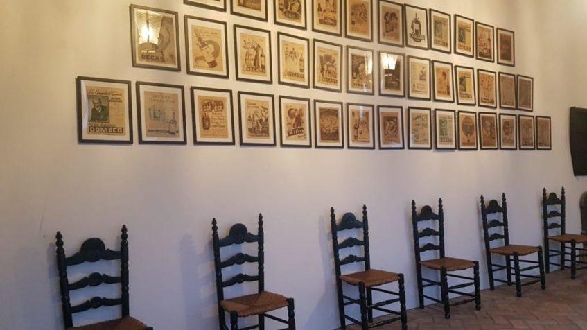 Documentos oficiales, dibujos originales, libros, carteles y hasta discos publicitarios se dan cita en este espacio. Foto cedida por Roberto Amillo