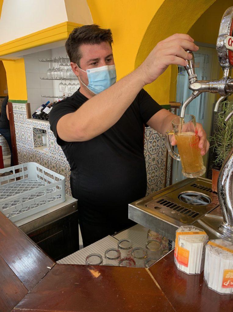 Benjamín Moreno regentó durante años el restaurante del club militar del Castillito en San Fernando. Foto cedida por el establecimiento