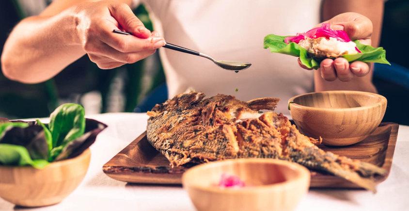 El bar de los pescados fritos... con complementos y los huevos fritos con papas de postre