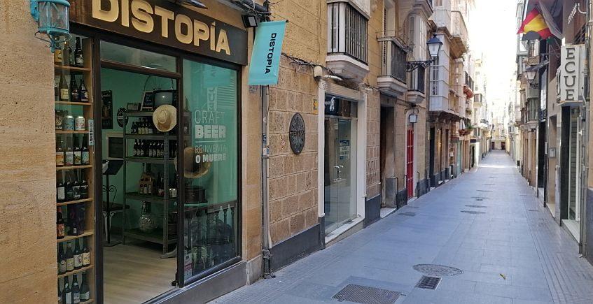 El café Distopía se reinventa como tienda de cerveza en un nuevo local