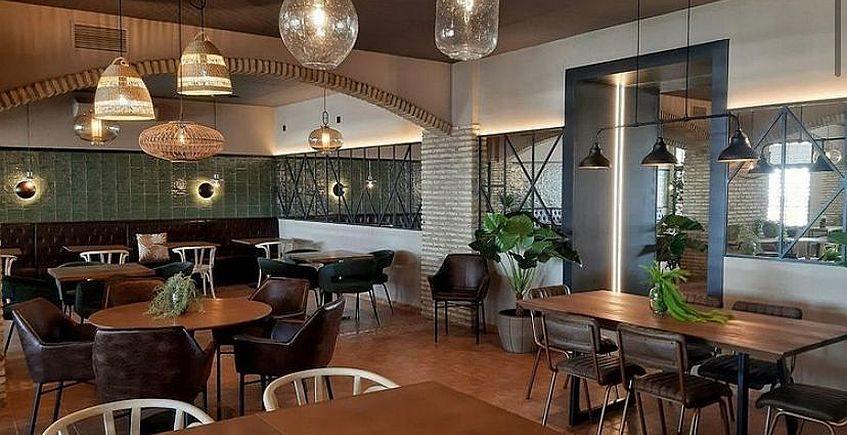 Brutal inauguración de una pizzería y restaurante a puerta cerrada en Puerto Real