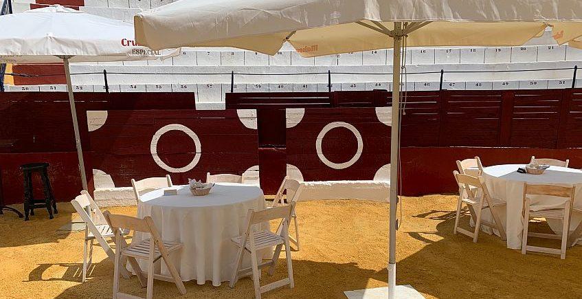 """Media limeta y comida """"por derecho"""" en la plaza de toros de San Fernando"""