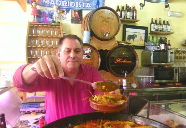 Juan-Ramos-con-tapa-de-paella