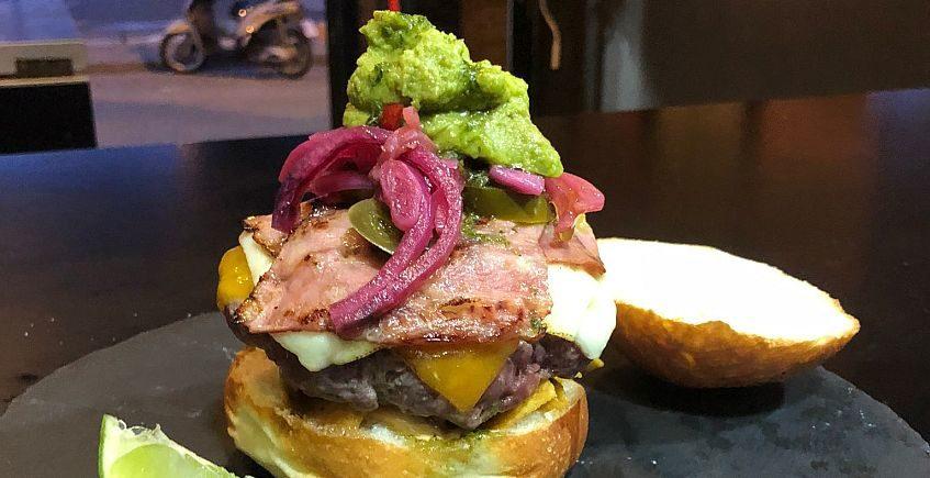 Bienmesabe de El Puerto estrena burger con chiles, aguacate, quesos y cítricos