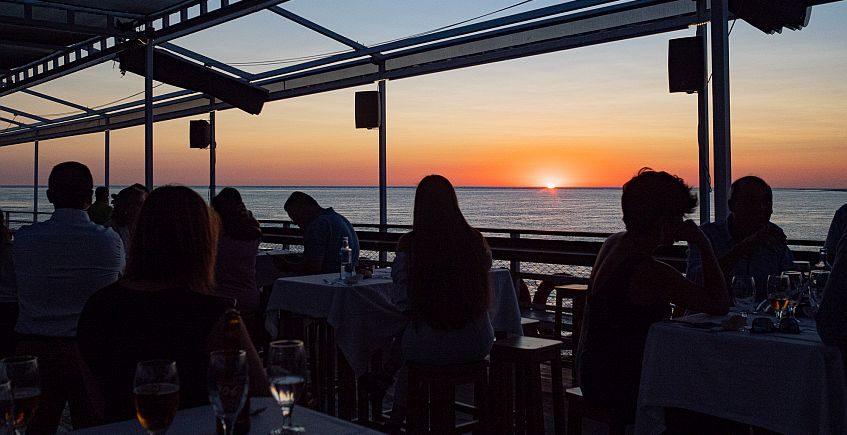 Cenas a bordo con puesta de sol en Doñana