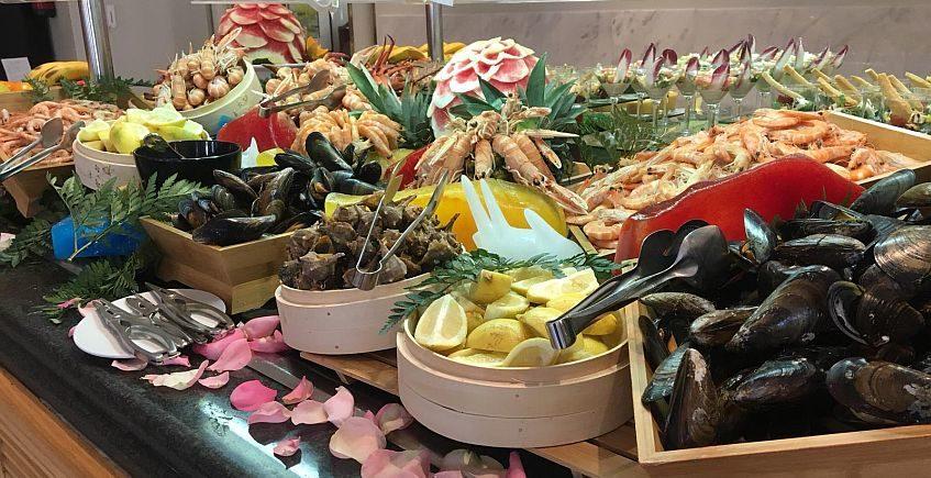 El Sherry Park tienta a Jerez con su buffet de los viernes