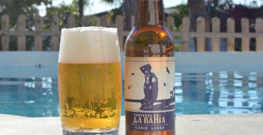 La Bahía, la espumosa que aspira a convertirse en la cerveza de Cádiz