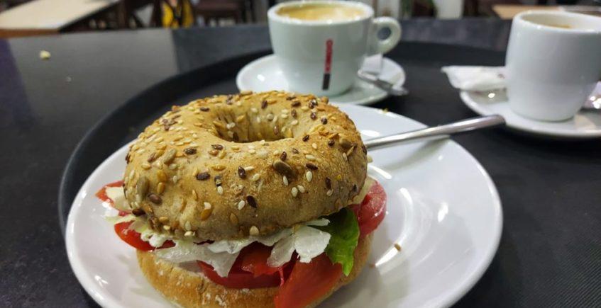 La cafetería Berlín de Jerez se pasa al desayuno innovador