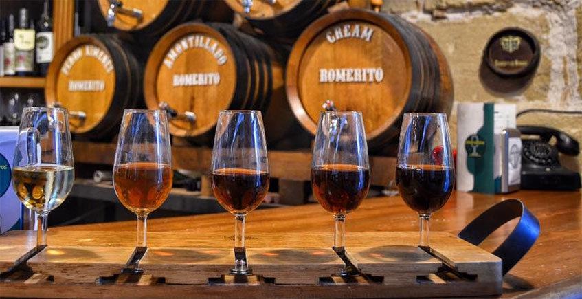 11 tabernas de Cádiz para disfrutar del vino... y algo para acompañar